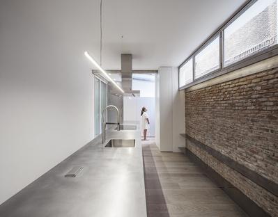 Una casa tra museo e cucina di Jesús Aparicio