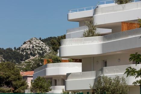 La Crique, Housing in dialogo con il contesto naturale