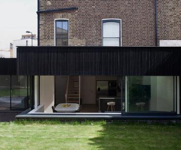 Binom Architects, una casa in larice e pero