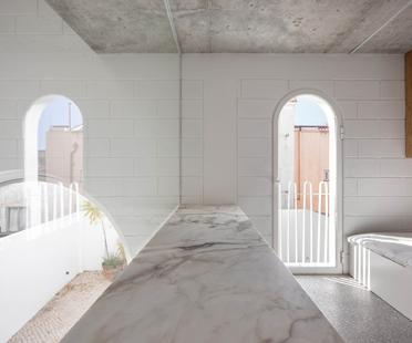 Dodged House di Daniel Zamarbide e Leopold Bianchini