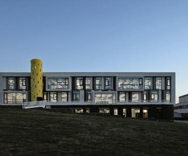 Una scuola a Yerevan, Armenia di Storaket Architectural Studio