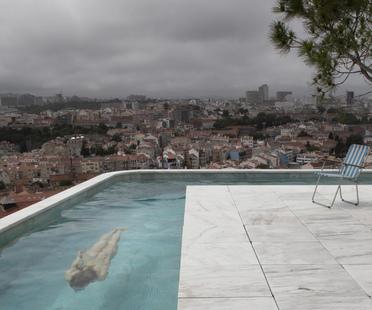 Leopold Banchini Architects con Daniel Zamarbide Casa do Monte a Lisbona