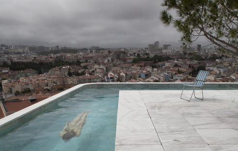Leopold Banchini Architects con Daniel Zamarbide Casa do Monte a Lisbona