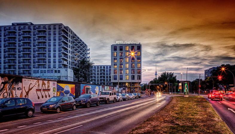 Schulz Hotel, East Side Gallery, Berlin