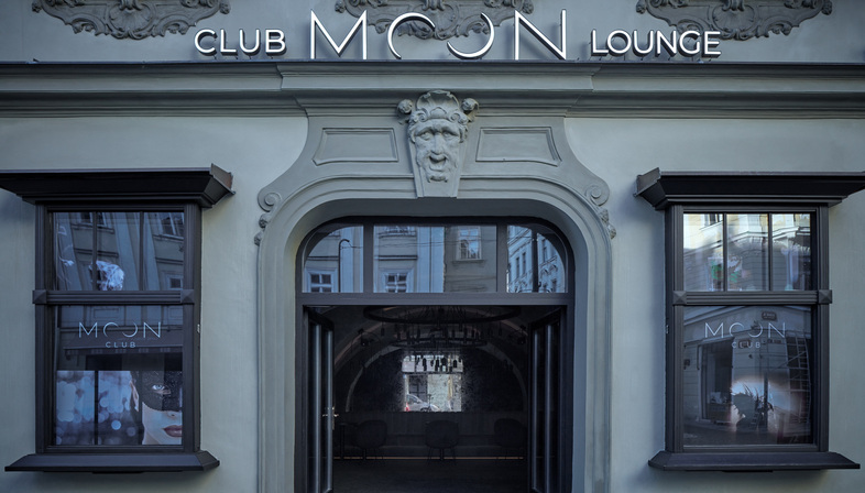 Moon Club di Formafatal e Machar&Teichman a Praga