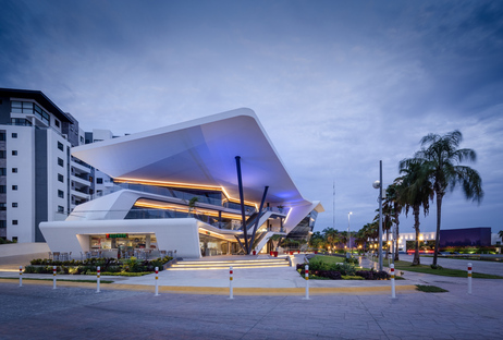 Meet Point Cumbres, una mall sostenibile di Sanzpont Arquitectura a Cancùn