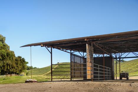 Clayton & Little per una struttura agricola sostenibile premiata AIA