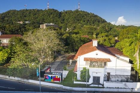 Un museo itinerante di Héctor Ayarza per il Museo d'Arte Contemporanea di Panama City