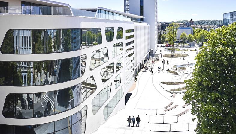 V-Plaza di 3deluxe a Kaunas in Lituania, un salotto urbano