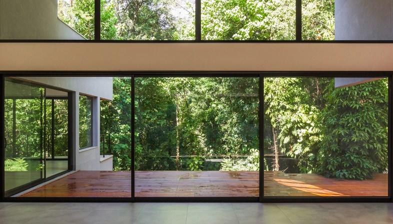 BD House di Frederico Trevisan, residenza urbana tra foresta e famiglia