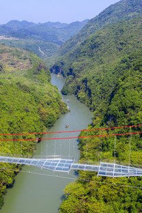 Un ponte di vetro in Cina di UAD