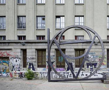 Berlino, il famoso club Berghain si trasforma in galleria d'arte