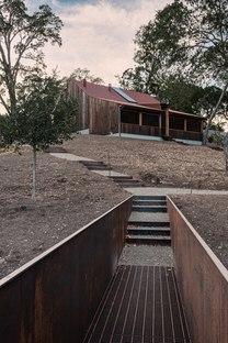 Faulkner Architects e il recupero creativo di un piccolo fienile