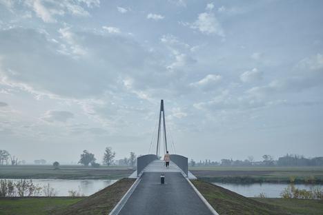 Una passerella hi-tech sulla Moldava