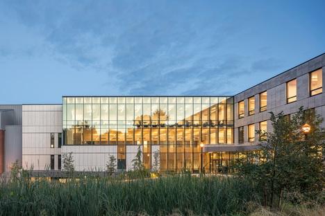 Michael Green Architecture realizza due edifici in legno massiccio