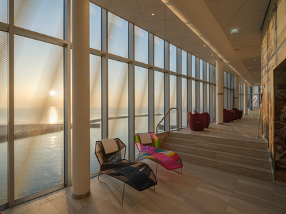 Architettura sul mare, l'Inntel Hotels Den Haag Marina Beach di KCAP