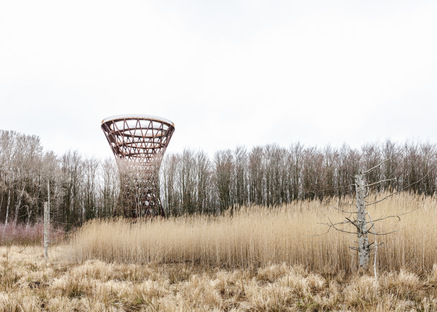 Forest Tower di Studio EFFEKT per riconnettersi con la natura