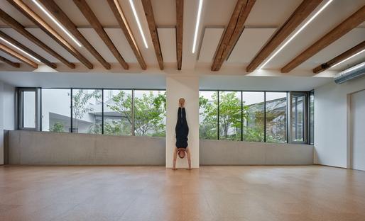 Yoga e arte a Brno, progetto di RO_AR Szymon Rozwalka architects