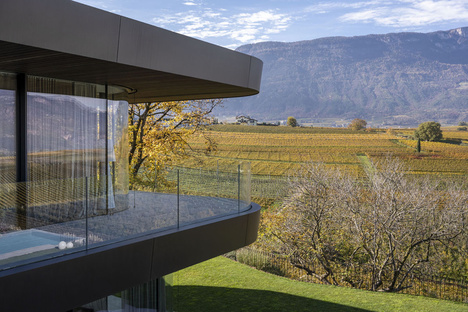 Villa EB, una ristrutturazione dall'armonia formale