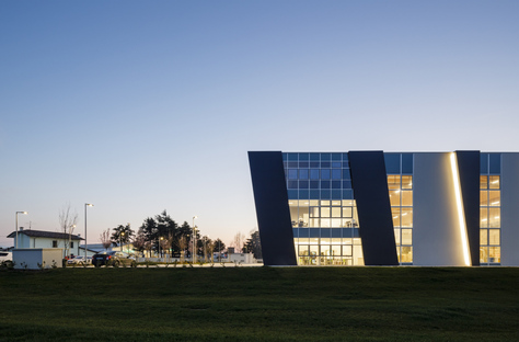 Stefano Bindi firma un'architettura industriale iconica e sostenibile