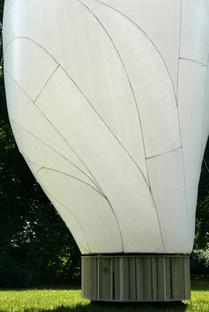 FRIEND, una scultura gonfiabile di Simon Hjermind Jensen