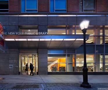 New York Public Library, Battery Park City Branch, progettato da 1100:architect sta per essere certificato LEED Gold e ha ricevuto l'Interiors Awards 2012 per gli spazi pubblici