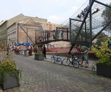 """Spazio urbano riconquistato: """"Das Netz"""" a Berlino, NL Architects"""