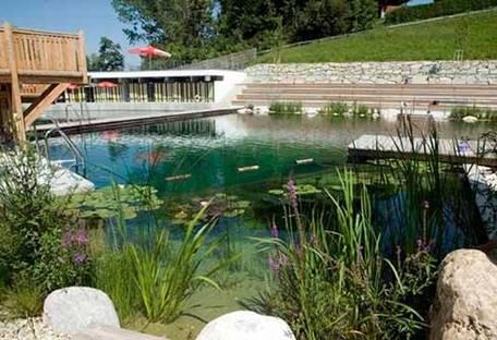 "Una piscina naturale per un divertimento ""green"""