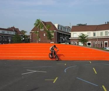 Spazio pubblico in città. Nicolaas Beetsplein di NL Architects