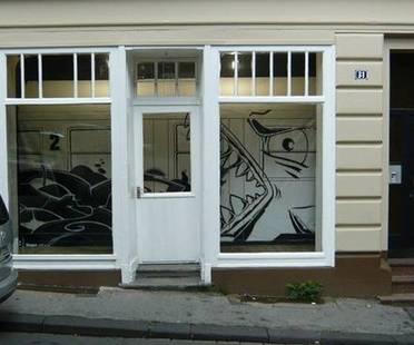Street Art per valorizzare negozi sfitti. Il vuoto creativo.