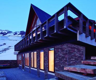 Ampliamento di una casa. La Parva di Elton+Leniz, Cile.