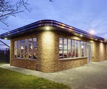 Uno spazio accogliente in un'ambiente industriale. Cafeteria van Ruyven.