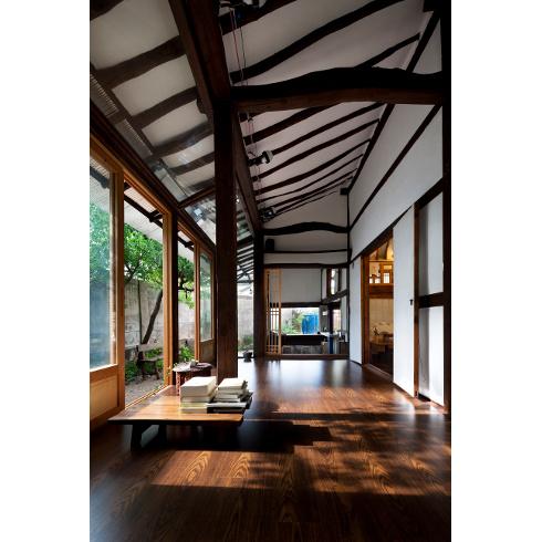 Una casa dei ricordi lucia 39 s earth di studio gaon corea for Casa colonica vivente del sud