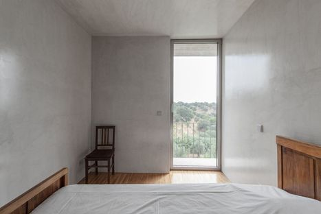 Casa sopra un magazzino, progetto di Miguel Marcelino.
