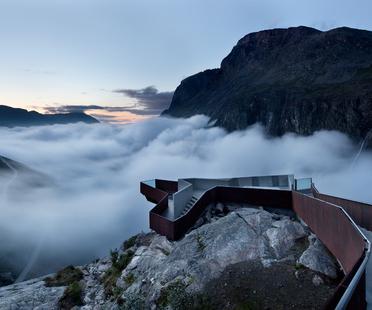 "Architettura e paesaggio: Mostra ""Lookout. Architecture with a view"""