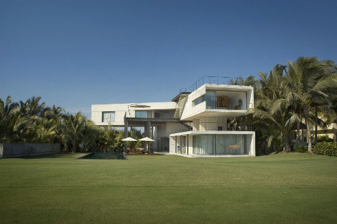Una casa sulla spiaggia la caracola di paul cremoux studio for Design di architettura casa sulla spiaggia