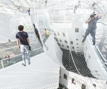 Tomás Saraceno, installazione in orbit. Spidermen nella rete.
