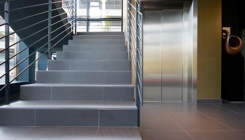Scale gres porcellanato soluzioni spazi residenziali for Scale in gres porcellanato