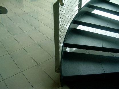 Migliorare gli spazi commerciali con i pavimenti sopraelevati