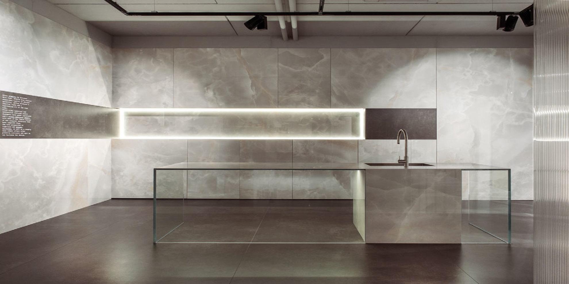Ultra ariostea grandi piastrelle in gres effetto onice e metallo floornature - Piastrelle effetto metallo ...