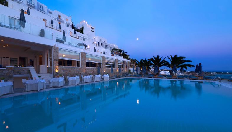 Hotel e resort a Mykonos con grandi lastre Ultra Ariostea