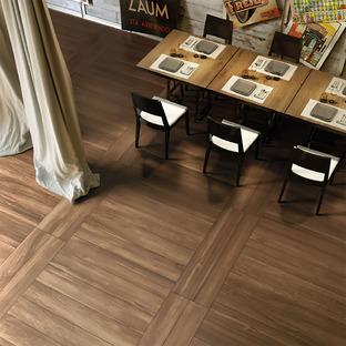 Calore e luminosità per i pavimenti 2018 con l'effetto legno Deck di Iris Ceramica