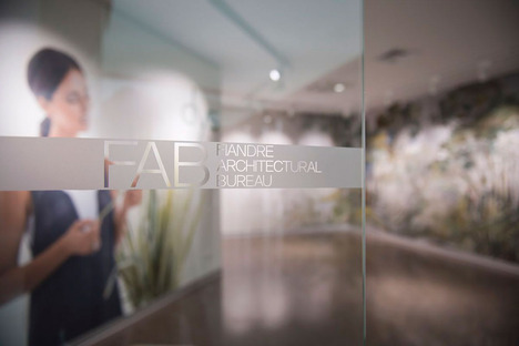 Decorare e personalizzare gli ambienti: la tecnologia DYS su lastre ceramiche Fiandre
