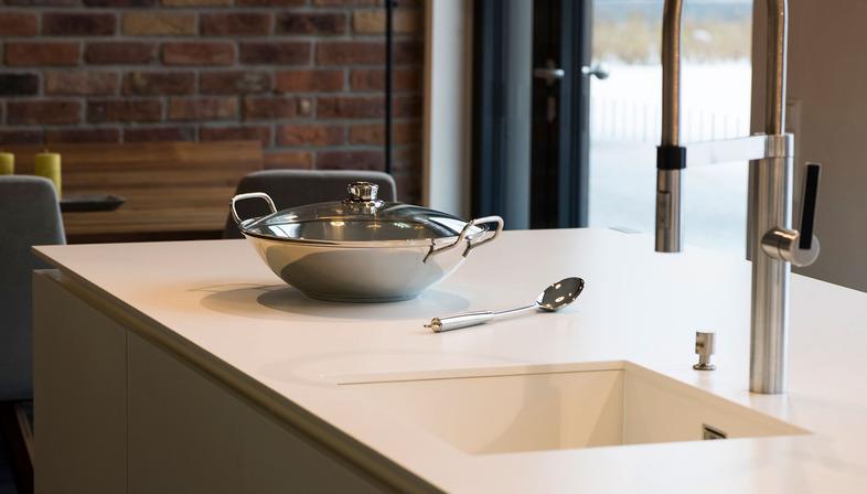Progetti esclusivi e su misura con top cucina SapienStone