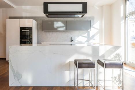 Essenziali ed eleganti: le superfici chiare dei top cucina SapienStone