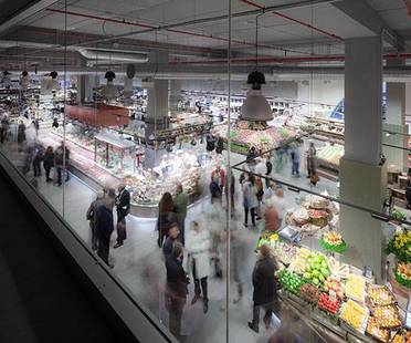 Rivestimenti per un nuovo supermercato. UNICOOP Firenze di Paolo Lucchetta.