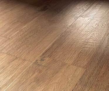 Pavimento in gres porcellanato effetto legno<br />