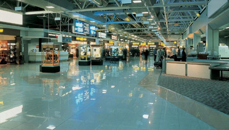 Aeroporti e stazioni, edifici pubblici dai pavimenti in gres porcellanato.