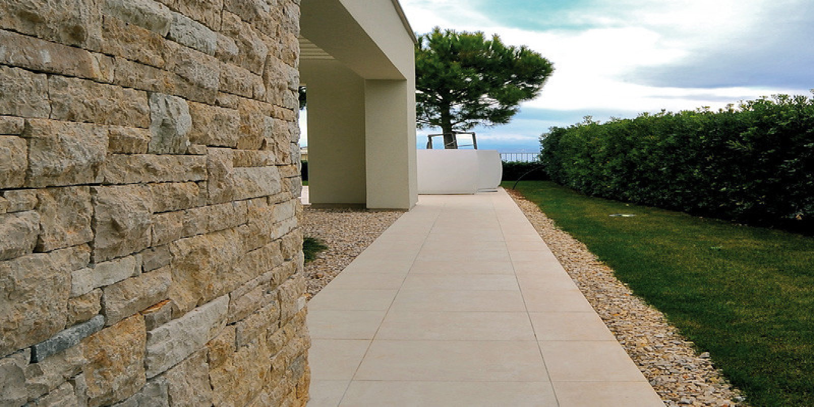 Pavimenti per esterni piastrelle sottili posa su pavimenti - Piastrelle da incollare su pavimento esistente ...