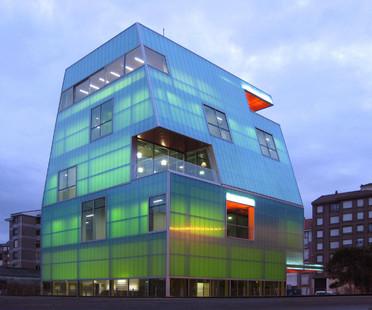 Casa de la Juventud in policarbonato a Santoña – Progetto di MISC arquitectos